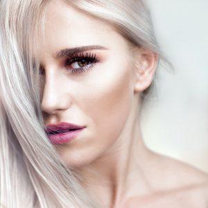 capelli-lunghi-donna-color-ghiaccio