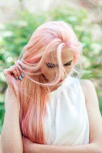 capelli-lunghi-donna-gradazioni-di-rosa