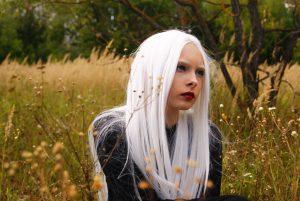 capelli-lunghi-pari-decolorati