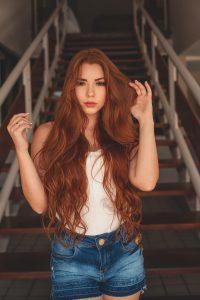 capelli-lunghissimi-con boccoli-rossi