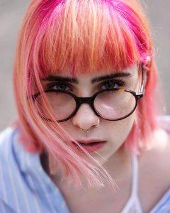 capelli-rosa-fucsia-con-frangia-ad-arco
