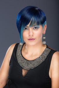 caschetto-geometrico-con-frangia-blu