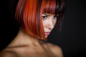 inverted-bob-geometrico-rosso-marrone