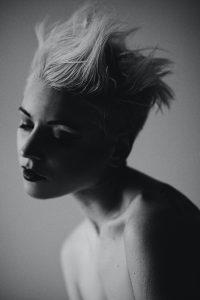 taglio-capelli-corti-donna-ciuffo